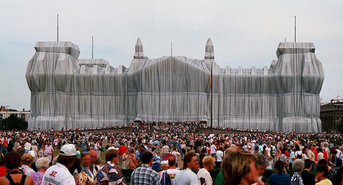 Christo & Jeanne-Claude,Wrapped Reichstag, 1971-95